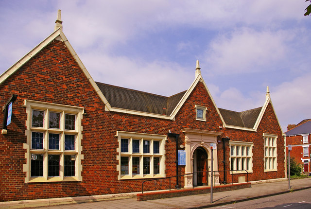 Friern_Barnet_Library,_London_N11_-_geograph.org.uk_-_899152