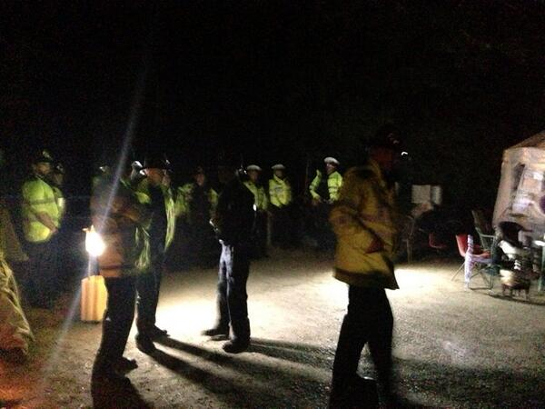 Police guarding Cuadrilla site. by https://twitter.com/Ifthesetrees
