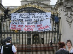 Climate protest at Buckingham Palace