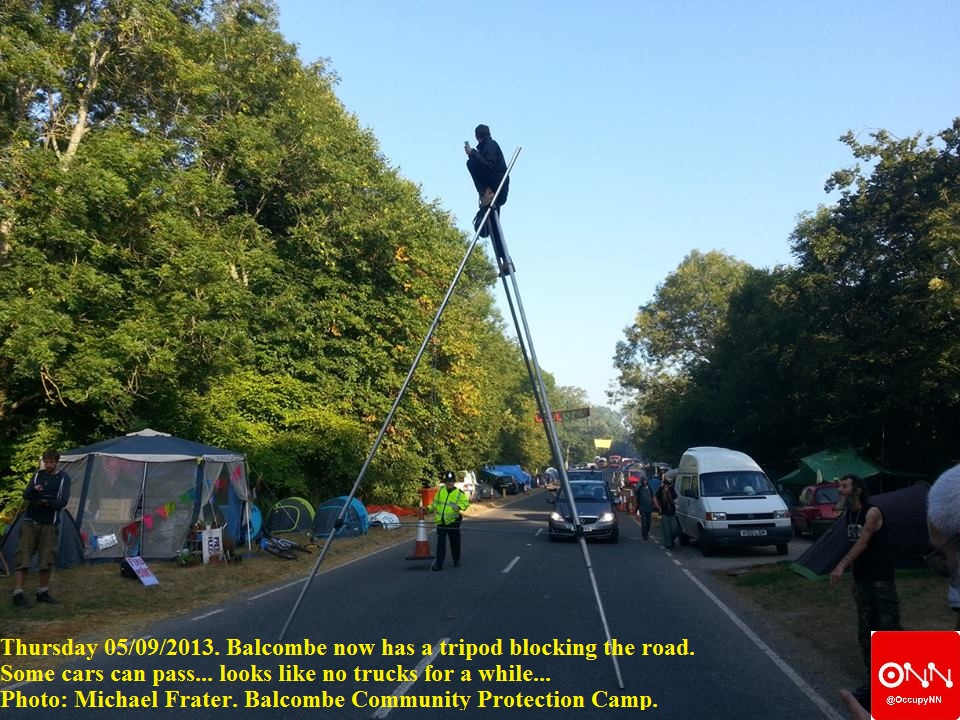 #Balcombe Community Protection Camp now has a tripod blocking the road. Some cars can pass... looks like no trucks for a while...