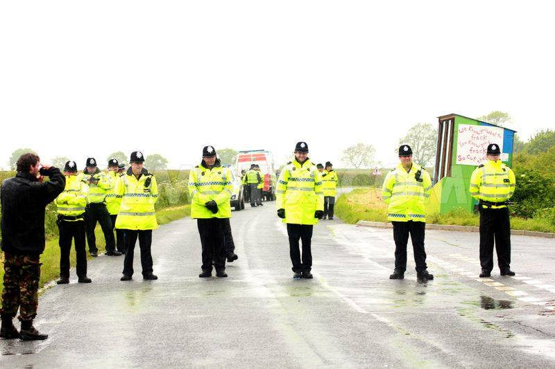 Humberside Police ketlling the Crawyberry Hill Camp.