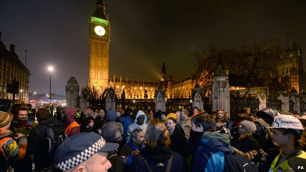 source  http://news.bbcimg.co.uk/media/images/79193000/jpg/_79193886_occupy_pa.jpg